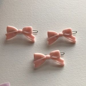 Accessories - Set of three cute kawaii pale pink bow barrettes
